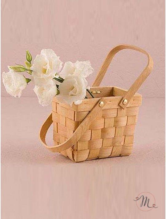 Cestino per wedding picnic. Novità 2016!  Il cestino può contenere fiori per il centrotavola, cibo per gli invitati o può essere utilizzato come cesto di benvenuto per gli ospiti.  Scegli da menù le misure:  grande: 26  x 18  x 15.5 cm h.  medio: 15  x 10  x 12 cm h. piccolo: 7.6 x 5 x 7 cm h. In #promozione #matrimonio #weddingday #ricevimento #wedding #segnaposto #segnatavolo #decorazioni #sconti #offerta