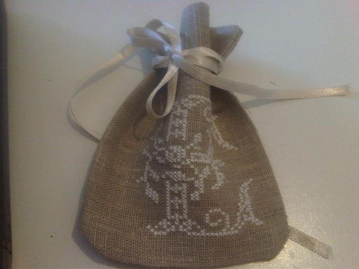 sacchetto lino con ricamo a punto coce