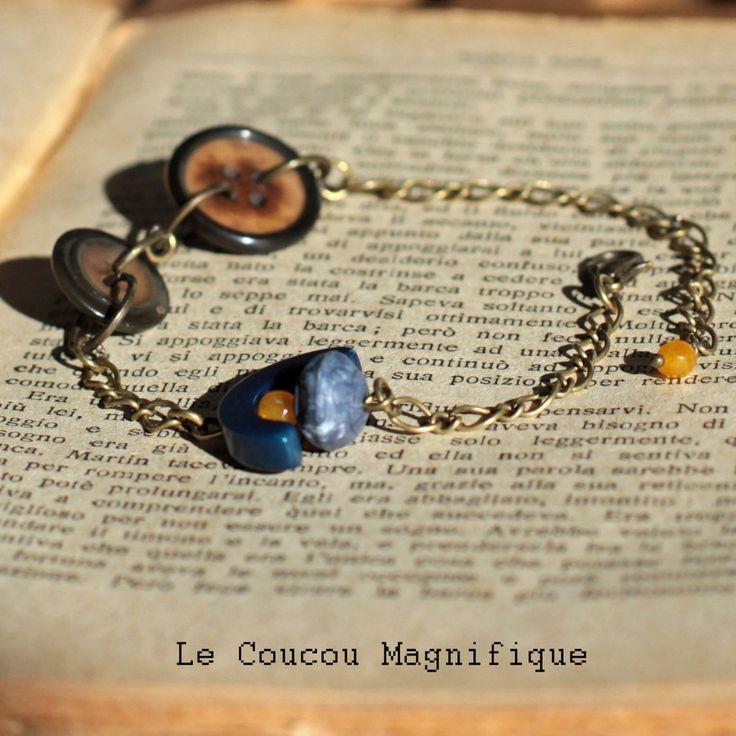 Bracciale in bronzo anticato con bottoni vintage e perle blu, by Le coucou magnifique, 10,00 € su misshobby.com
