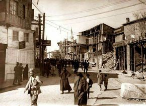 Anafartalar caddesi Ulus (sol tarafta şimdiki eski büyükşehir belediyesinin bulunduğu taş bina)