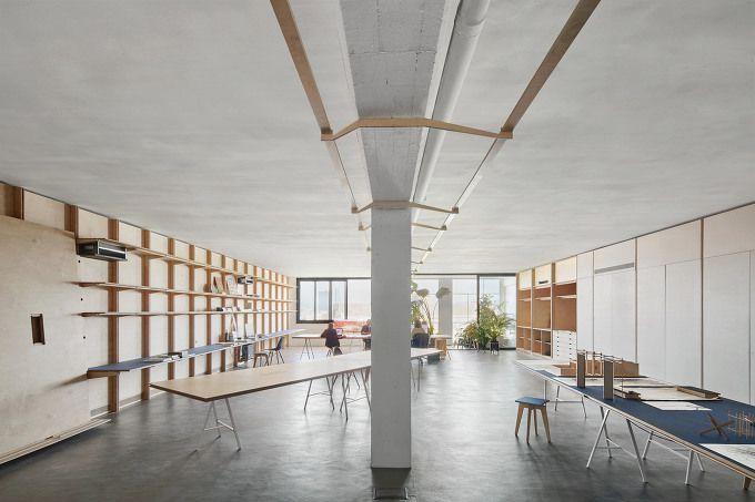 *창고를 개조한 코워킹 오피스 Barcelona warehouse transformed into flexible co-working space for architects and designers :: 5osA: [오사]