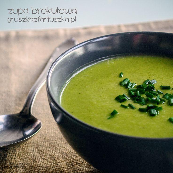 Zupa brokułowa z dodatkiem bazylii - wściekle zielona, bez zabielaczy. Lekka i smaczna!