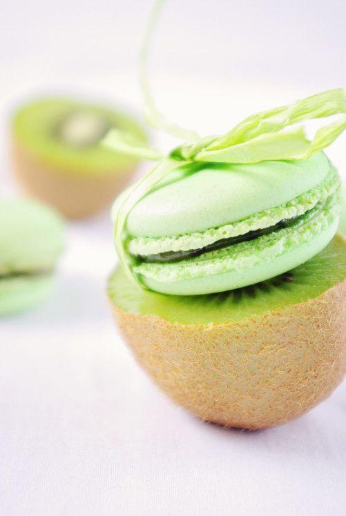 Macarons au kiwi Pour la ganache : 4 kiwis 1 banane 50 g de sucre en poudre 20 g de Vitpris