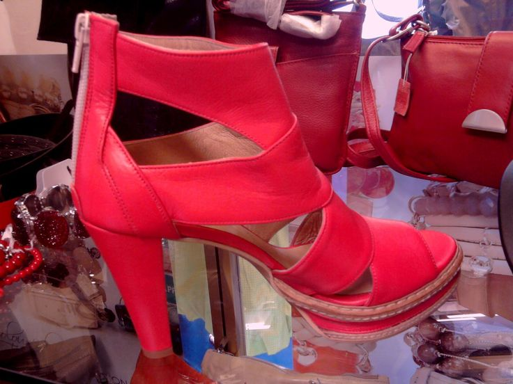 Fonnesberg red shoe high heel