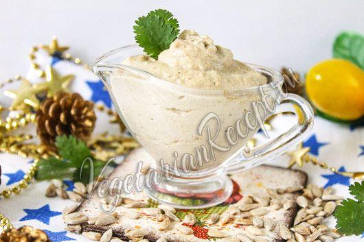Веганская, постная сметана из семечек заменит с успехом традиционную. Простой рецепт с фото.