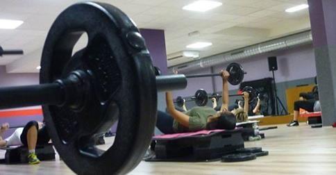 Schon mal einen Body-Pump-Kurs gemacht? Ob das Training was für euch ist, weiß Gastbloggerin Anja: http://www.shape.de/fitness/abnehmen-durch-sport/a-60644/anjas-elfter-post.html