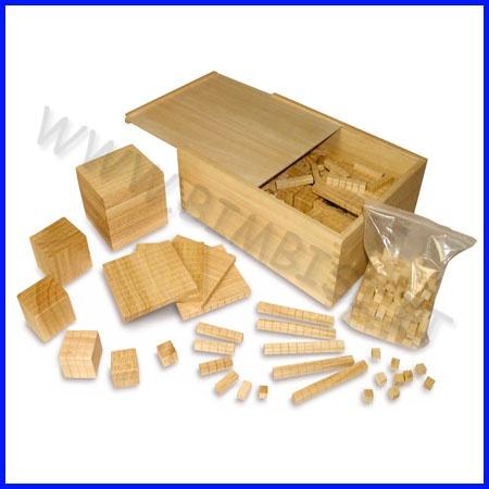 CALCOLO MULTIBASE    Sistema di misurazione per l'apprendimento dei concetti basilari di volume.  I singoli elementi di questo gioco matematico sono evidenziati da un reticolato di cm 1.  Gli elementi ed i supporti possono essere in base 10    SET IN LEGNO DA 549 ELEMENTI GIOCO MULTIBASE  Contiene gli elementi: cubi, piatti, lunghi, unità  Per le basi 2 - 3 - 4 - 5 - 6 - 10    PREZZO A SET    Codice: 106.05757
