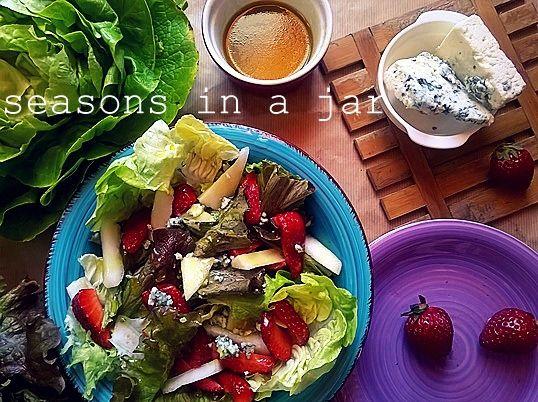 Seasons in a jar: Πράσινη σαλάτα με φράουλες και αχλάδι