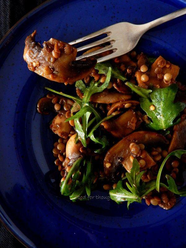 Μια χειμωνιάτικη σαλάτα που έγινε το κυρίως γεύμα μου ένα μεσημέρι πριν λίγες μέρες. Ήταν υγιεινή και ελαφριά επιλογή σαλάτας μ...