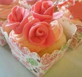 spiral roses ,Victoria sponge mini cakes