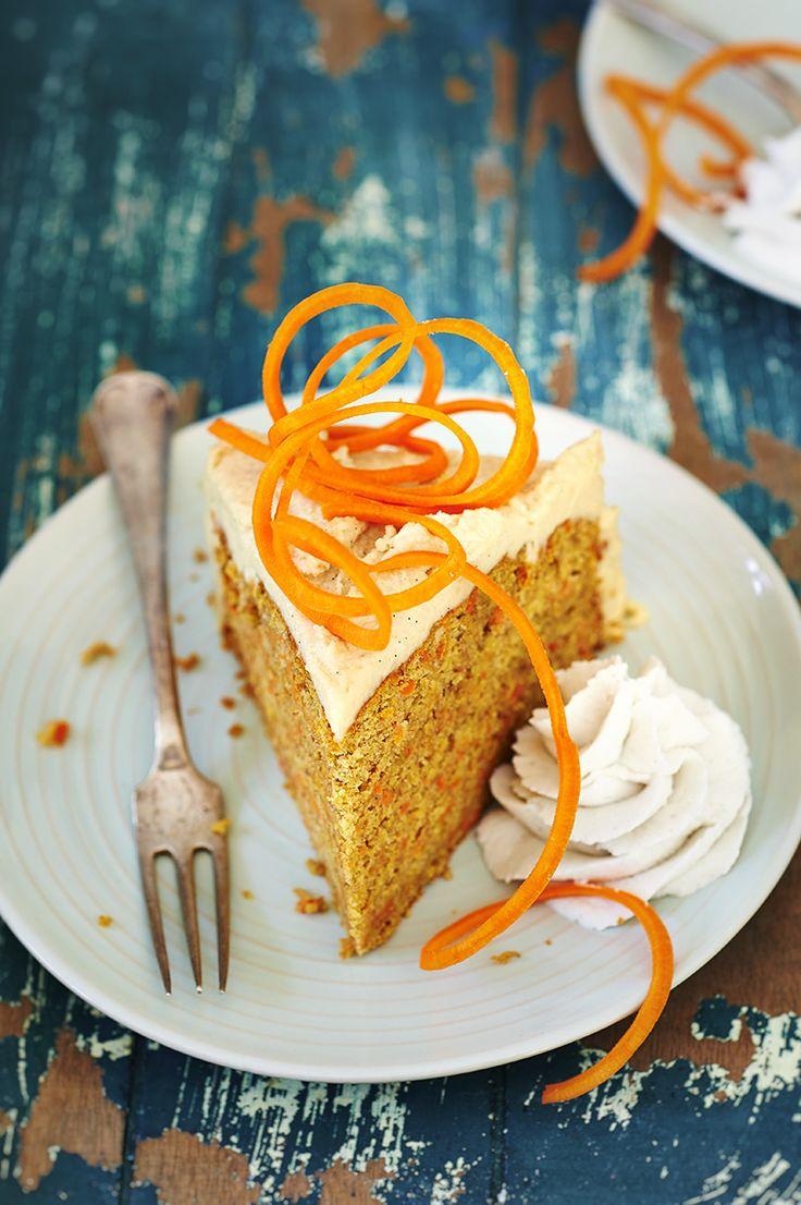 Deze knaloranje carrot cake aka oranjetaart is echt één van mijn favorieten. Hij is niet alleen gezond maar ook gewoon super lekker!