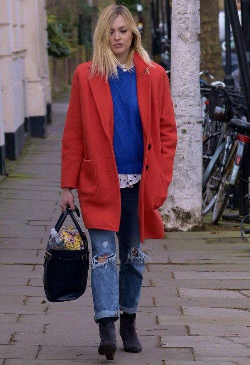 1/30 #ファーン・コットン #レッドコート #ブルーセーター #ボーイフレンドデニム |海外セレブ最新画像・私服ファッション・着用ブランドチェック DailyCelebrityDiary*