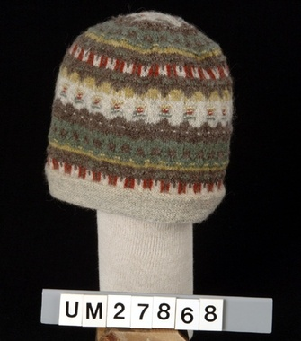 Digitalt Museum - Mössa. Bohus Stickning. Gröna ängen (A-L M L)