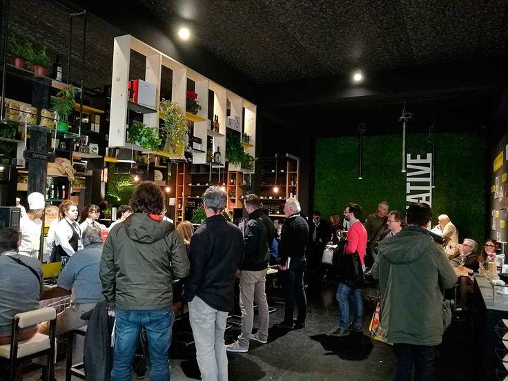 Continua la fiera al Lingotto Fiere - Torino con l'evento Gourmet - Expoforum Horeca Food & Beverage, dedicato al settore Ho.Re.Ca. Verde Profilo ha fornito MOSSwall® per lo stand di Alternative Italia, per dare un tocco di design in pieno stile green.  Vi aspettiamo domani per l'ultima giornata con gli entusiasmanti eventi indetti da Gambero Rosso Stand H12 Padiglione 2  http://bit.ly/2efIhVa  #gourmet #event #tourin #food #beverage #nature #green #design