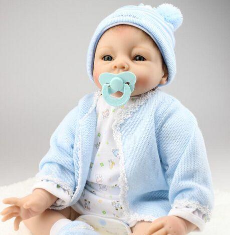 Pas cher 22 '' Reborn Baby dolls pleine main bleu manteau silicone vinyle poupée nouveau né bébé jouets doux cadeau de filles, Acheter Poupées de qualité directement des fournisseurs de Chine: Nouveau 22 ''55 cm silicone Reborn Baby Dolls pleine main réaliste nouveau-né jouets Top qualité meilleur ca
