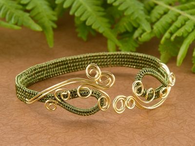 Modified Soumak weave bracelet ~ Wire Jewelry Tutorials