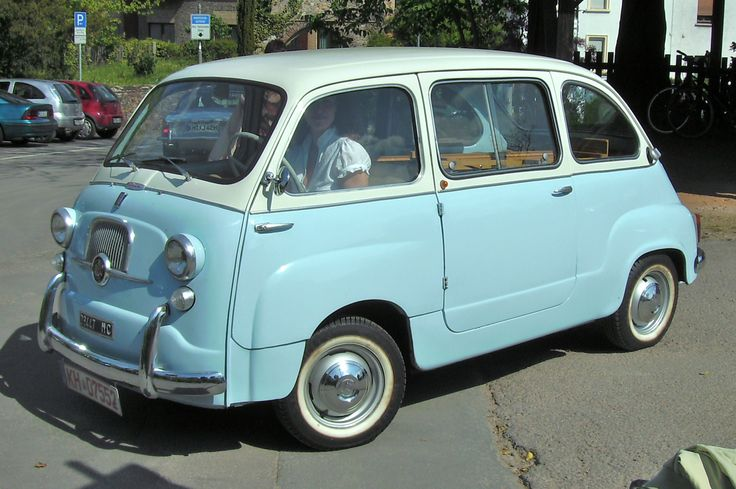 O my, I am in love! Where the fiat 500 meets the classic  VW van you get the Fiat 600 Multipla!!!! My new dream, cannot live without much longer car :) and luckily no comparison to the new awful Multipla.