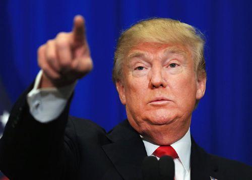 Điều này khiến cho Thượng viện Mỹ rơi vào một cuộc chiến phe phái, ngay trong những ngày đầu sau khi ông Trump nhậm chức.   Tổng thống Mỹ Donald Trump  Chưa đầy 24 giờ trước khi ông Trump chính thức nhậm chức, lãnh đạo phe thiểu số trong Thượng viện Chuck Schumer tuyên bố sẽ có 'tranh luận gay...