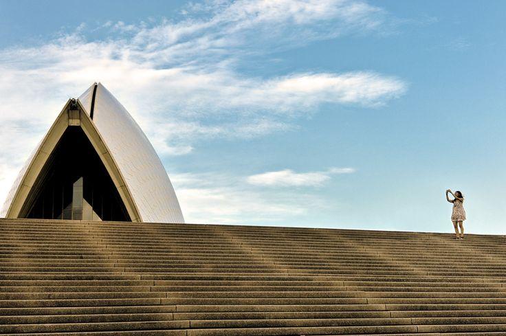 2011-11-09 - Girl shoots Sydney Opera House.
