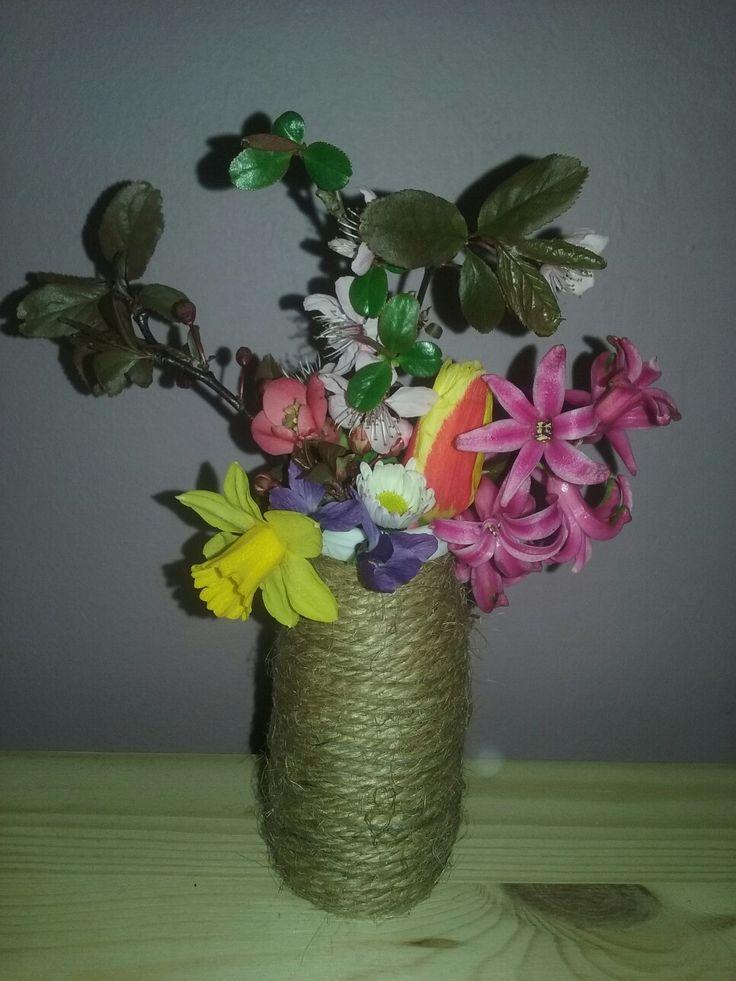 """Actimeles pohárból pici """"váza"""", egy-egy séta aprócska virágainak."""