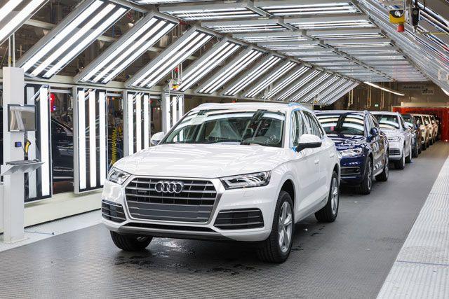 San José Chiapa. Audi continúa expandiendo su red mundial de producción, prosiguiendo así su trayectoria de crecimiento global. Este viernes, el Consejo  de Dirección  de Audi inauguraron conjuntamente la primera  planta automotriz de la empresa en el continente norteamericano. A partir de este momento, la marca de los cuatro aros producirá  la nueva  generación del Audi Q5* para el mercado mundial en San José Chiapa, en el Estado mexicano de Puebla. La planta tiene una capacidad de…