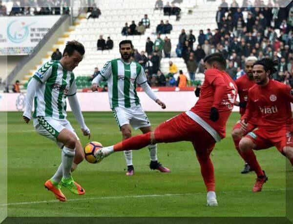 Süper Lig'in 20. hafta karşılaşmasında Atiker Konyaspor ile Antalyaspor karşı karşıya geldi. Mücadeleye hakem Serkan Çınar damga vurdu.
