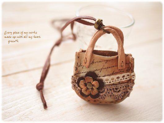 *【sold out】お花とレースの小さなカバンのネックレス(グリーン)