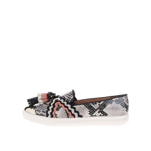 Pantofi slip-on cu ciucuri colorati Miss KG Lucinda - - realizati din material care imita pielea de sarpe - varf rotund cu aplicatie aurie- decorati cu aplicatii textile si ciucuri colorati Material:exterior - sinteticinterior - sintetictalpa - sintetic Dimensiuni pentru marimea 37:inaltime talpa: 3