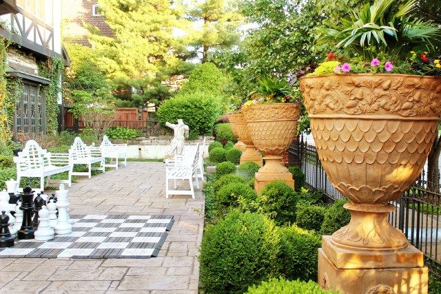 The Cheshire Inn: A Family-Friendly English Manor in St. Louis, Missouri