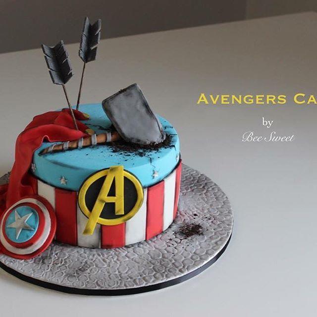 Avengers est une immense source d inspiration ..! Je suis fan fan fan, grande fierté pour ce gâteau ☺️ #gateau #avengers #cake #beesweet #foodporn #captainamerica #thor #baking #anniversaire #superheros #marvel #cakedesign