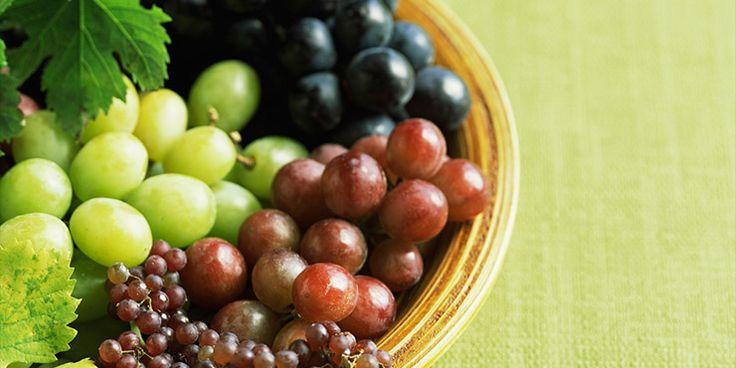 Las uvas constituyen un placer desde antiguo, incluso los dioses del Olimpo las tomaban con frecuencia según podemos ver en la obra de Homero. Uvas: blancas, rojas y negras La composición de las uvas depende de su color. Si bien es cierto que las dos comparten los nutrientes principales: están compuestas por fructosa y glucosa […]