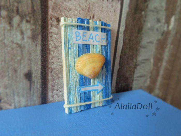 Miniature Dollhouse Seaside Decoration  Size: 4 cm x 2,5 cm (1,6 inch x 1 inch)