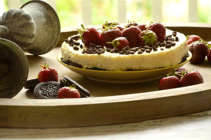 No Bake Oreo Vanille Cheesecake mit Erdbeeren - Powered by @ultimaterecipe
