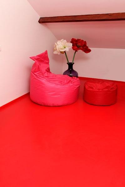 Unicolour gietvloer in het rood