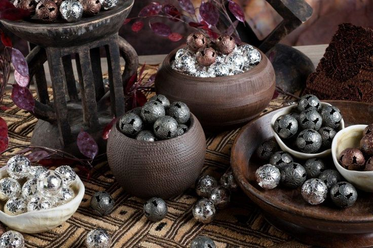 I love decorating with Marrakesh balls, they bring a rustique flair to the table....