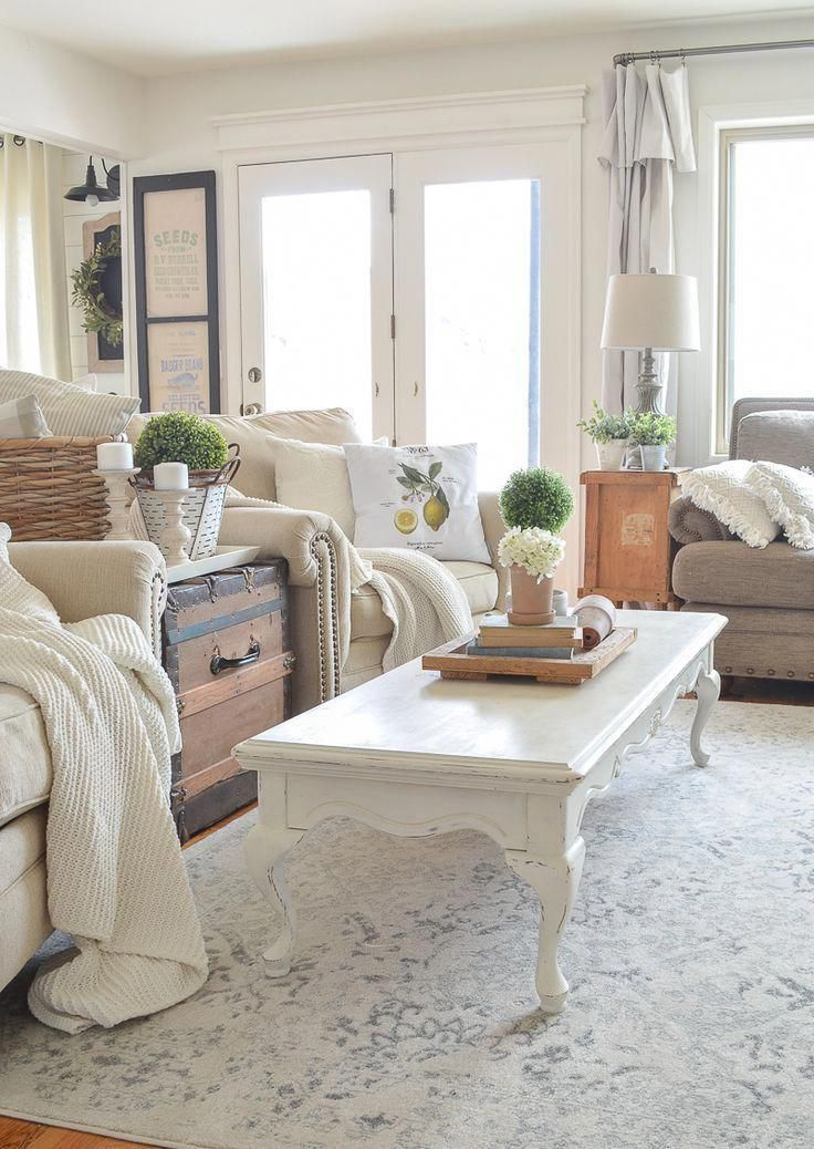 Farmhouse Style Living Room With Neutral Area Rug Homedecorlivingroommodern With Images French Country Living Room Living Room Remodel