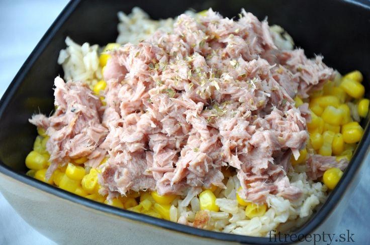 Hnědá rýže s tuňákem a kukuřicí