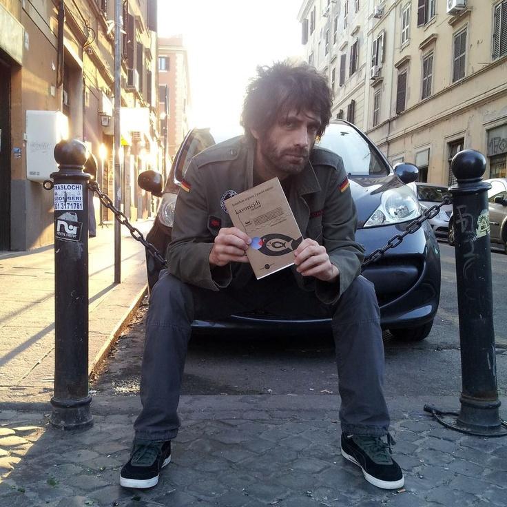 """Paolo Nanni, curatore del romanzo cooperativo """"Lavoricidi italiani"""", con la sua creatura..."""