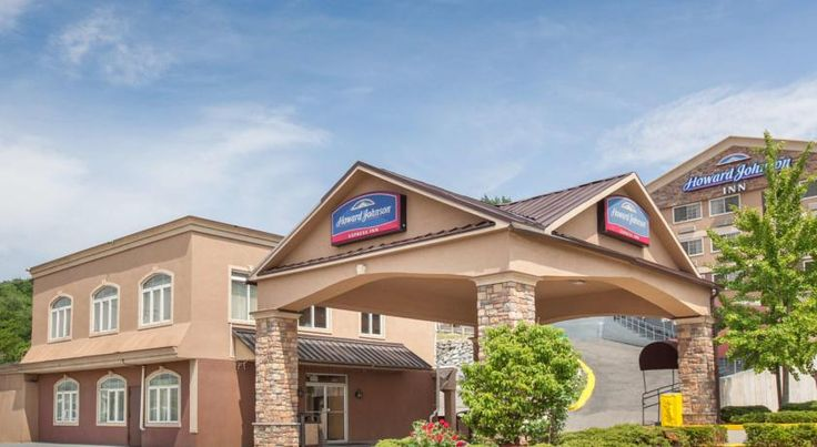 Howard Johnson Express Inn North Bergen North Bergen Convenient to the New Jersey Turnpike in North Bergen, this comfortable hotel offers many contemporary amenities just minutes from the attractions of New York City.  Howard Johnson is within 10 km of New York City.