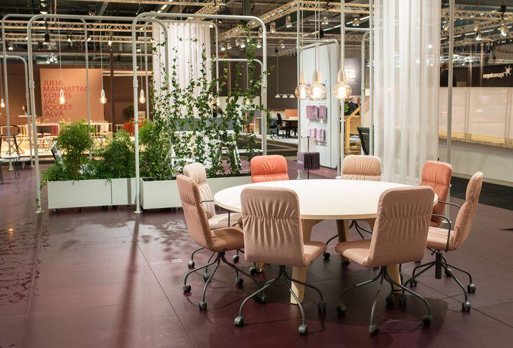 Sense conference chair, design: Mia Cullin | Sumo conference table, design: Fredrik Mattson