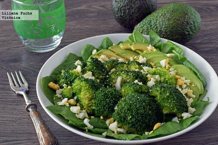 Receta saludable de ensalada templada de brócoli con aguacate y huevo. Con fotos del paso a paso, consejos y sugerencias de degustación. Recetas ligeras
