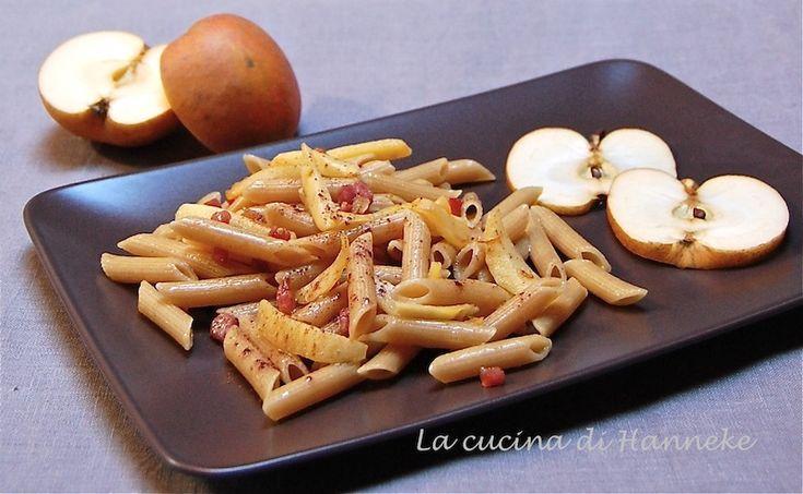 Le penne alle mele, speck e cannella sono un primo originale, gustoso e facile da prepare.