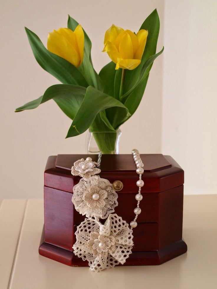 Romantic Pearls: Elegancia en Abril. Handmade necklace of cultured pearls. Elegante collar de perlas cultivadas. Vintage, chic, bodas, novia, celebraciones. Collar para lucirlo en cualquier momento, porque cada día es especial.