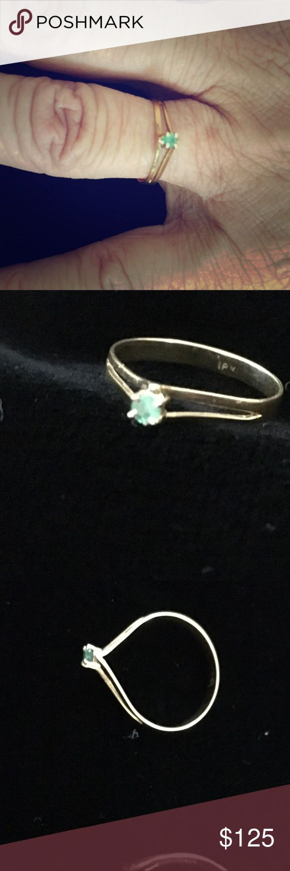 VTG 18kt Gold Natural Emerald Ring Vintage Colombian 18kt Yellow Gold Natural Emerald Ring in size 5.  🎀Price is firm.🎀 Jewelry Rings