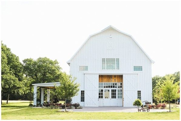 You'll be happy as lark at the Little White Sparrow, one of the most beautiful, vintage barns we've ever seen. Yes, ever.