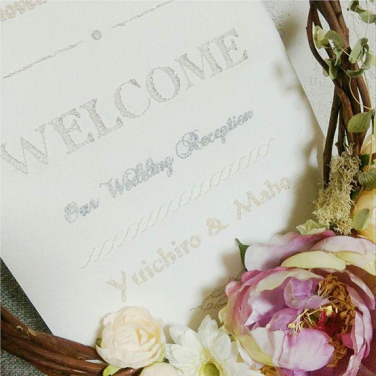 以前にwelcomeボードとしてご依頼いただいた紙刺繍が出てきました( 'ω' )و. . 時間かかったけどとってもキラキラな糸で刺繍をしたので目立っていてかなりかわいい. . 最近また結婚式に出席することが多かったのでふと思い出してしまう作品でした. . . . デザインフェスタに出展します. http://designfesta.com/ 東京ビッグサイト東ホールにて. . 5月27日(土)28日(日). ブースNo.E-348. 両日出展です. . . . .   @LINE開始しました. . MUDOUdesignアカウント. @iur4540t. . . MUDOUdesignの新作チェックの他展示会の出展者募集をいち早くお知らせします MUDOUファンの方やクリエイターさんにぜひぜひご登録をお願いいたします . . #mudoudesign #musubigift #千葉 #tiba #東京 #tokyo #自由が丘 #design #デザイン #handmade #手仕事 #職人 #ギフト #お気に入り #simple #natural #日常 #camera…