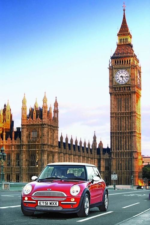 Mini Cooper dream car in London bridge ❤ App for MINI ★ Mini Cooper Warning Lights guide, now in App Store https://itunes.apple.com/us/app/mini-cooper-indicators-warning/id923853769?ls=1&mt=8