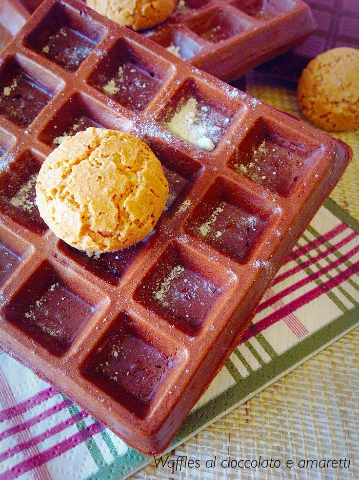 Waffles al cioccolato e amaretti senza latticini. L'ideale per un dolcetto goloso ma leggero!