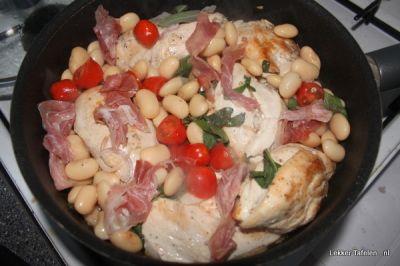 Kip in het pannetje met parmaham bonen en tomaatjes