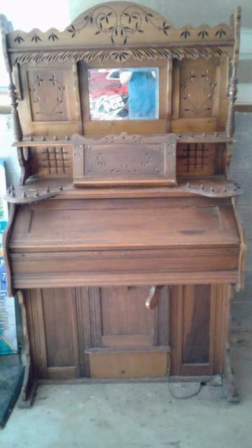 Antique Organ Not Sure How Old Or What Company